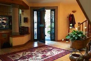 Casa en venta en Las Aguilas 440m2 con jardín