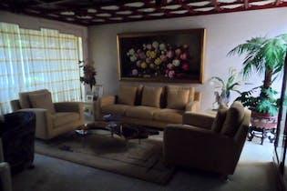 Casa en venta en Bosque de las Lomas, 1,200 m² con jardín