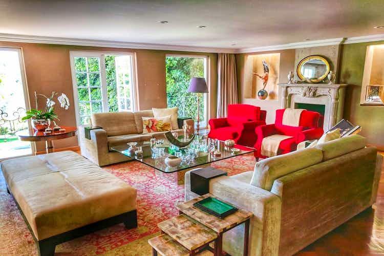 Portada Casa en venta en Bosques de las Lomas, 1201 m2 con alberca y jardín