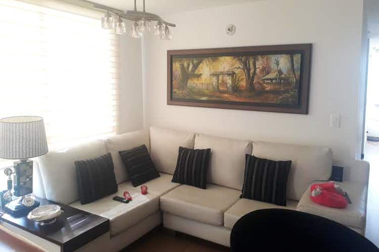 Portada Apartamento En Bogota - Castilla, cuenta con tres habitaciones
