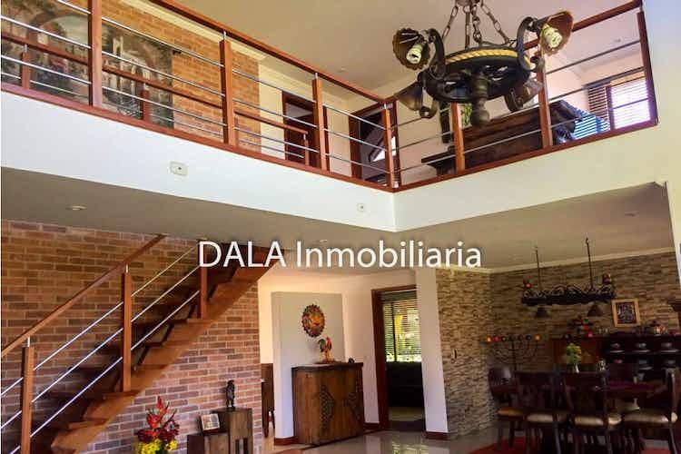 Portada Casa en Chiaa, Cundinamarca con chimenea y cocina americana