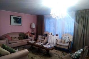 Casa de 392m2 en Santa Paula, Bogotá -con tres habitaciones