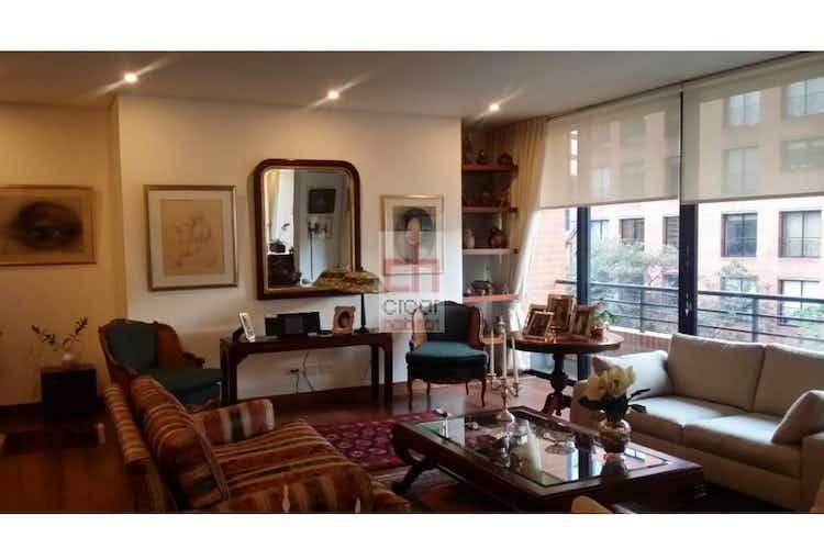 Portada Apartamento en venta en Los Rosales, Con 3 habitaciones-192mt2