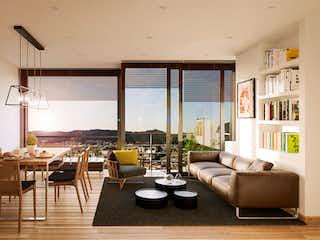 Una sala de estar llena de muebles y una gran ventana en Udara Entre Parques