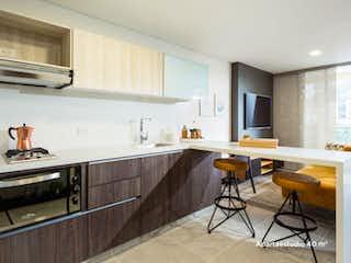 Una cocina con una mesa y sillas en ella en La Rivière