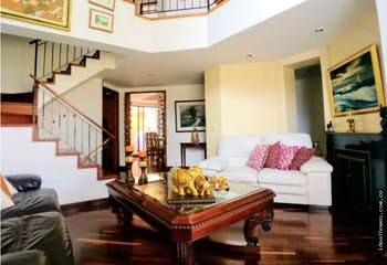 Casa en venta en Gratamira, Con 3 Habitaciones-220mt2