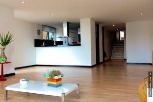 Apartamento en El Refugio, Chico - 154mt, tres alcobas, chimenea