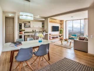 Una sala de estar llena de muebles y una televisión de pantalla plana en Casteló  Natura Apartamentos
