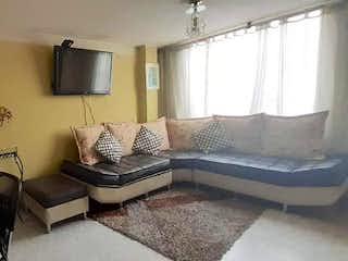 Una sala de estar llena de muebles y una televisión de pantalla plana en Apartamento en Modelia Occidental, Fontibon con tres alcobas, tercer piso