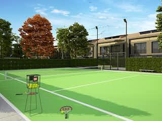 Un tenista en una cancha con una raqueta en Fique