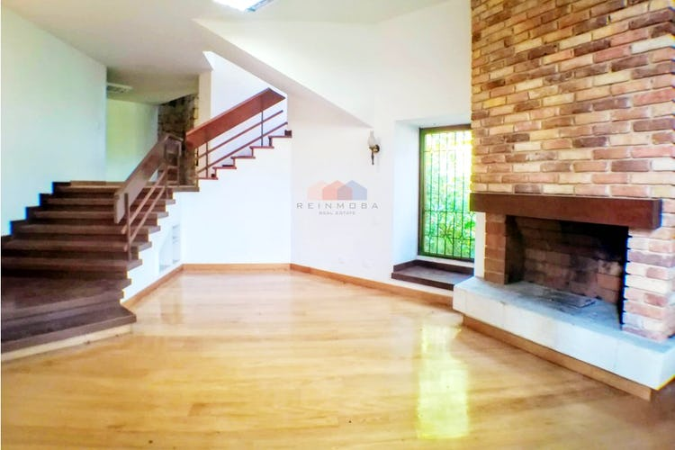 Portada Casa en Santa Ana Oriental, Santa Barbara con 3 habitaciones, altillo - 432 mt2.