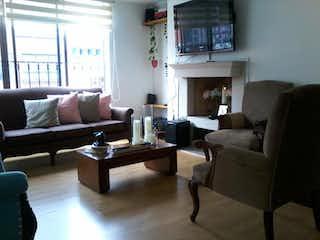Una sala de estar llena de muebles y una chimenea en Edificio Elite