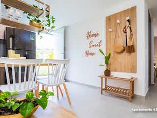 Una sala de estar llena de muebles y una planta en maceta en PonteVerdi