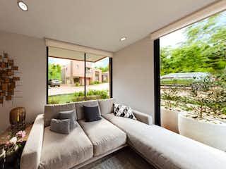 Un dormitorio con una cama grande y una ventana grande en Reverdecer