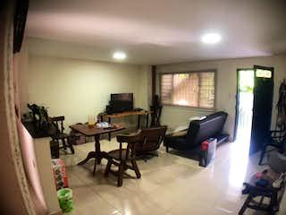 Una sala de estar llena de muebles y una ventana en Apartamento en Fatima, Belen - Tres alcobas