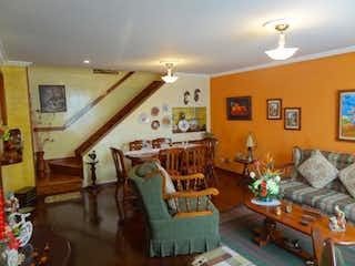 Una sala de estar llena de muebles y una chimenea en Conjunto Residencial Plaza Vallarta