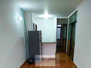 Un cuarto de baño con lavabo y ducha en Apartamento en venta en  Sabaneta. Con  2 Habitaciones-58mt2