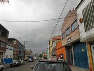 Una calle de la ciudad llena de mucho tráfico en Casa En San Fernando, Barrios Unidos,