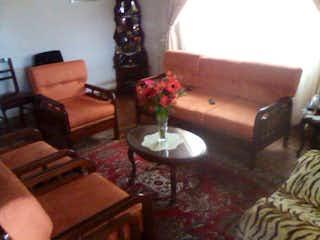 Una sala de estar llena de muebles y un árbol de navidad en Casa En Cajica El Rocio - 5 habitaciones