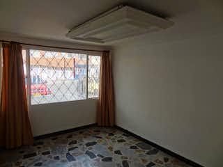 Una habitación con una cama y una ventana en Casa En, Barrancas, San Cristóbal Norte, 4 Habitaciones- 106m2.