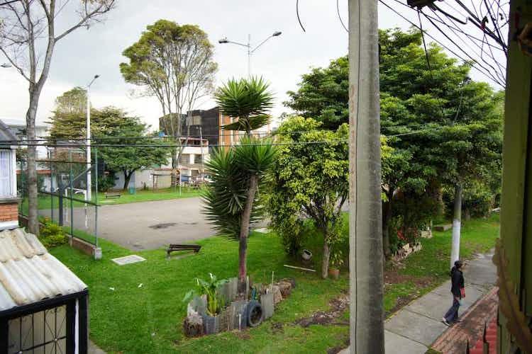 Portada Casa en Engativá, San Rosita, con 8 habitaciones, 144,53m2