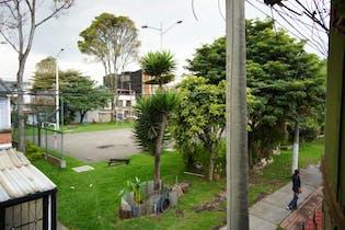 Casa en Engativá, San Rosita, con 8 habitaciones, 144,53m2
