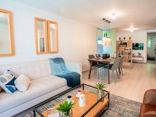 Una sala de estar llena de muebles y una mesa en Fidelena Park