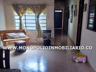 Una imagen de una sala de estar con un gran ventanal en Casa unifamiliar en Castilla, Doce de Octubre - 296mt, nueve alcobas, patio