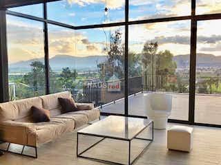 Una sala de estar llena de muebles y una ventana en Casa en Cajicá, Cundinamarca con 3 habitaciones-2390Mt2.