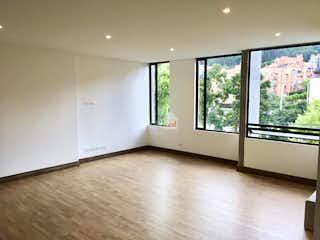 Una vista de una cocina con un gran ventanal en Apartamento de 118m2 en Bella Suiza, Bogotá - con tres habitaciones