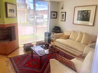 Una sala de estar llena de muebles y una chimenea en Casa en Tocancipa, Cundinamarca - Tres alcobas