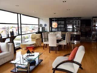 Una sala de estar llena de muebles y una gran ventana en Penthouse Dúplex de 198m2 en Santa Bárbara - con terraza de 52m2