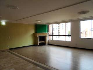 Una vista de una sala de estar con una ventana en Edificio Zefirot