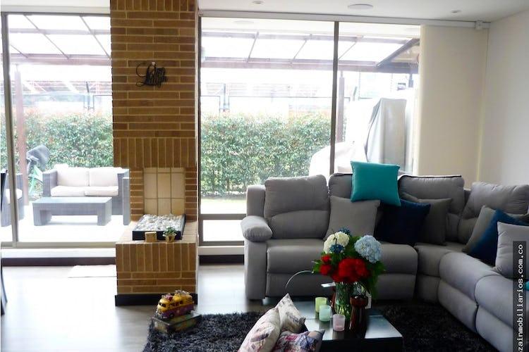 Portada Casa campestre de 250m2 en Cajicá - de dos niveles, con tres habitaciones