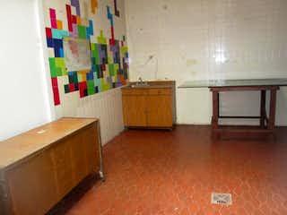 Una habitación llena de muebles y un suelo de madera en Apartamento En Venta En Bogota Galerias