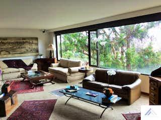 Una sala de estar llena de muebles y una gran ventana en Apartamento Bosque Medina - 206 mts ,  3 habitaciones.