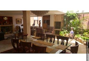 Apartamento en La Carolina - 450 mts, 3 parqueaderos.