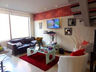 Una sala de estar llena de muebles y una chimenea en Edificio Majayura