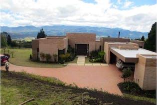 Casa de 424m2 en Yerbabuena - con terraza de 57m2