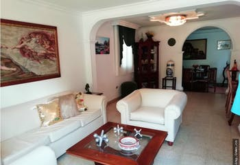 Casa en El Dorado, Envigado - 185mt, dos niveles, tres alcobas