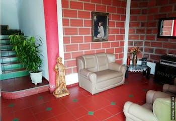 Casa finca en Pan de azucar, Sabaneta con 2 niveles y 4 habitaciones.