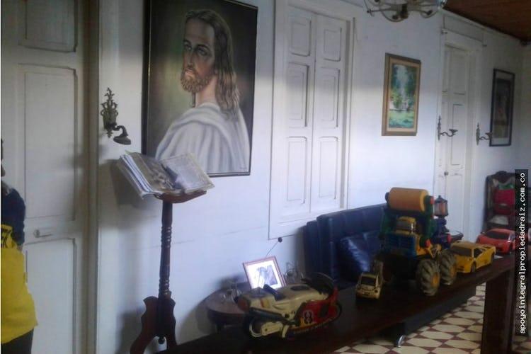 Portada Casa Lote en Boston, Medellín con 5 habitaciones y garaje - 196 mt2.