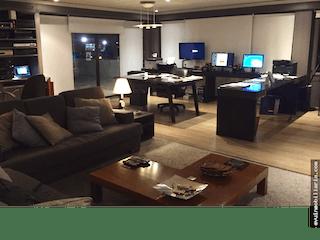 Una sala de estar llena de muebles y una televisión de pantalla plana en APARTAMENTO LOS ANDES - 3 HABITACIONES