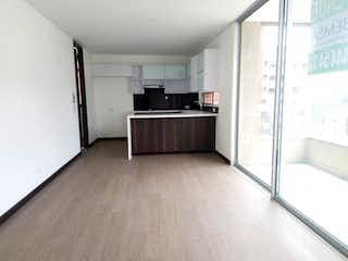 Una cocina con nevera y fregadero en Apartamento en Santa Maria de los Angeles, Poblado - 107mt,  tres alcobas, balcón