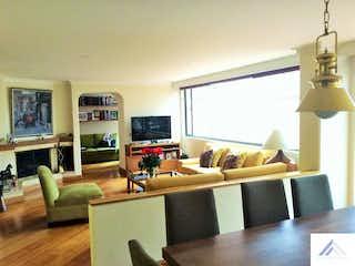 Una sala de estar llena de muebles y una televisión de pantalla plana en Apartamento en La Carolina, La Carolina - 178mt+125mt terraza, tres alcobas