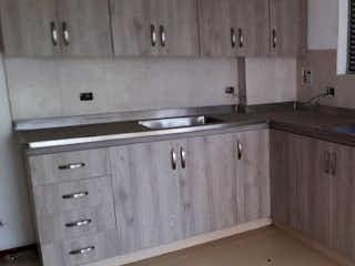 Una cocina con lavabo y microondas en Apartamento en venta en El Salado, Envigado.