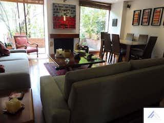 Una sala de estar llena de muebles y una ventana en Apartamento en Santa Paula, Santa Barbara con 3 habitaciones, piso 1 - 115m2+10.