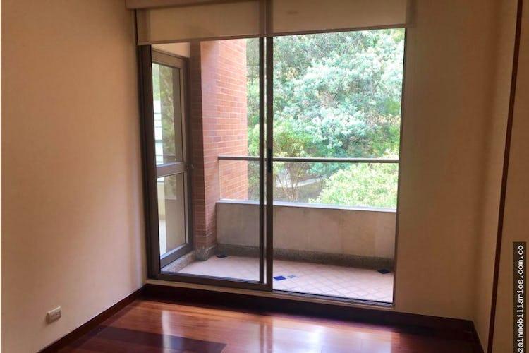 Portada Apartamento en Cerros de Santa Barbara - Bogota, cuenta con 3 habitaciones y 2 balcones