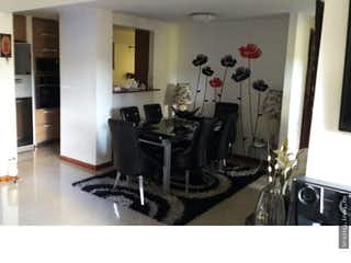 Una foto en blanco y negro de una sala de estar en Apartamento en venta en Suramerica, La Estrella.