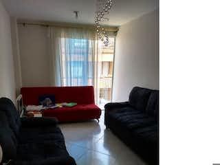 Una sala de estar llena de muebles y una ventana en Apartamento en venta en Asturias, Itagui.
